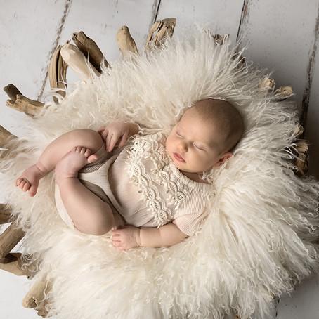 Nyfødtfotografering av jente