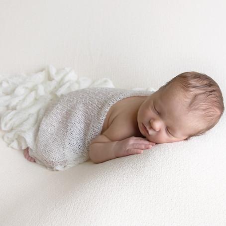 Nyfødtfotograf i Oslo/ fotografering av nydelig gutt.