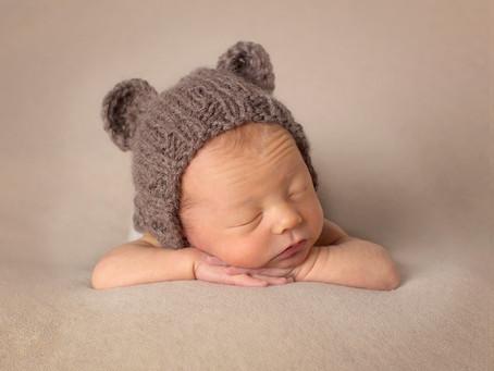 Nyfødtfotografering av gutt fra Ski