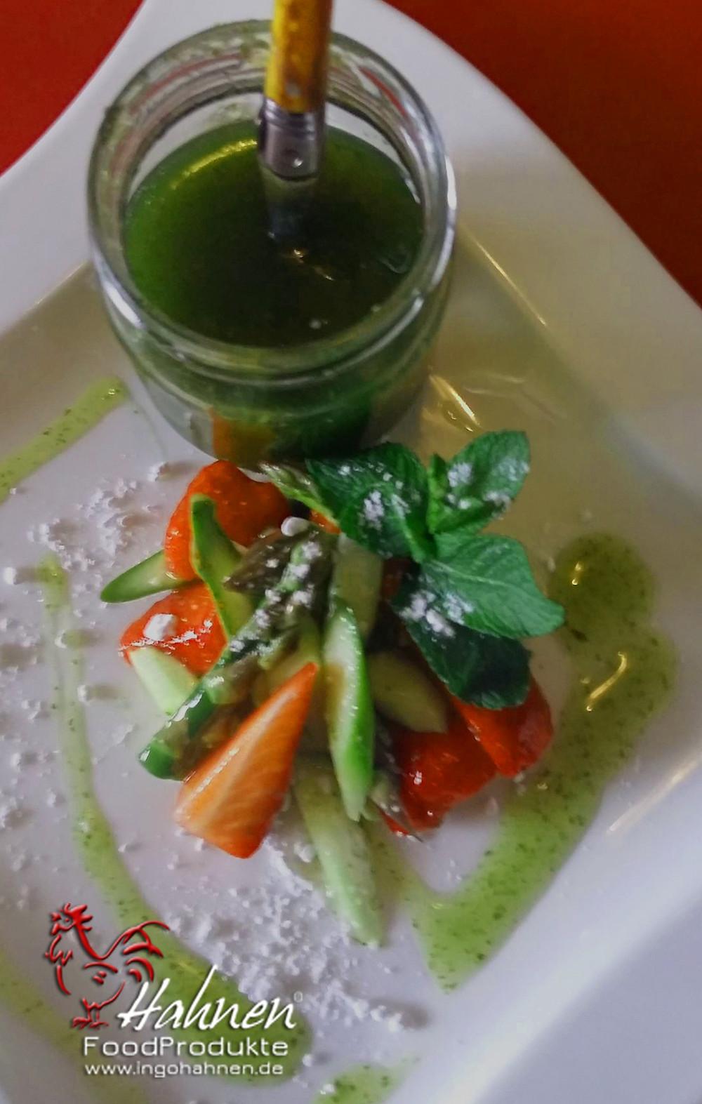 Erdbeer-Spargelsalat mit Süßem Pesto