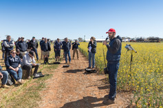 Rohan Kimber (SARDI) presents to group of Hart field day attendees