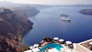 Tours-in-Santorini-Grekaddict-3.jpg