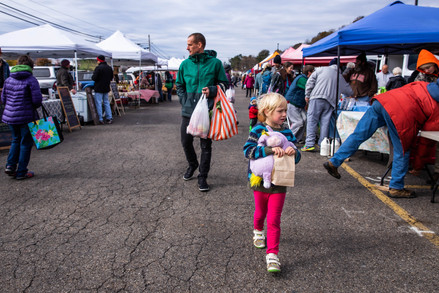 In order to kill time while Abner trains in Jiu-Jitsu just around the corner, Matt and his daughter, Eleanor, peruse around the Athens Farmers Market right outside.