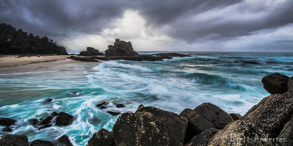 Crashing waves at Nambucca Heads, NSW