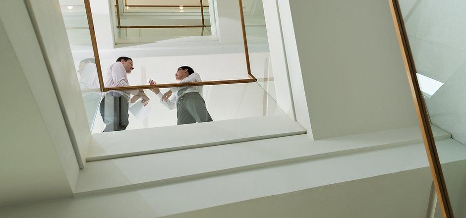 계단에 기업인