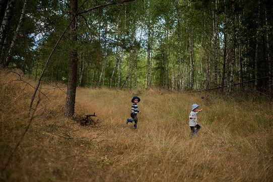 Sesja rodzinna i dziecięca lifestyle Warszawa, sesja naturalna dziecięca, sesja emocjonalna, rodzina, emocje, fotograf rodzinny Warszawa, dziecięca przygoda, wakacje z dziećmi