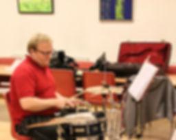 Claus på trommer