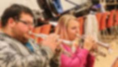 Martin og Mie spiller cornet på holdet for nybegyndere og let øvede.
