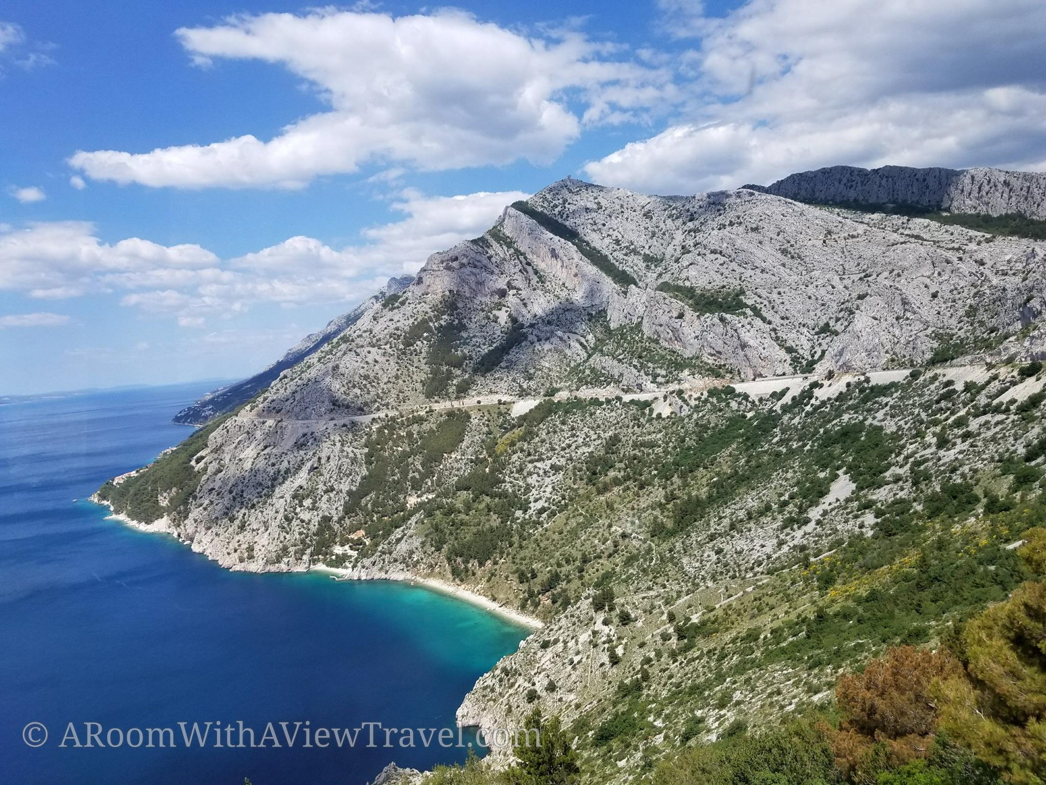 Croatia_landscape_blue water_cliff
