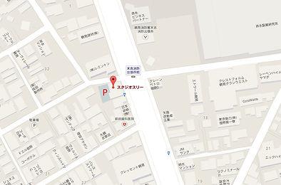 スタジオスリー横浜店の駐車場
