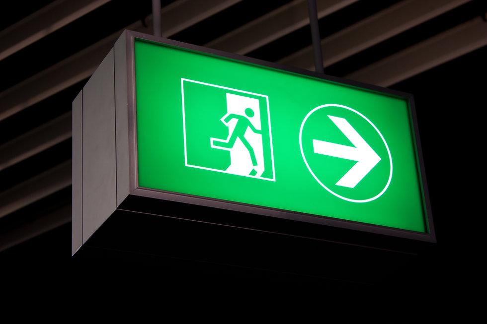 Veiligheidssignalering dient om in één oogopslag duidelijk te maken welk gevaar dreigt, wat verboden is of juist verplicht.  CENO Brandbeveiliging levertook uw eigen ontwerp.