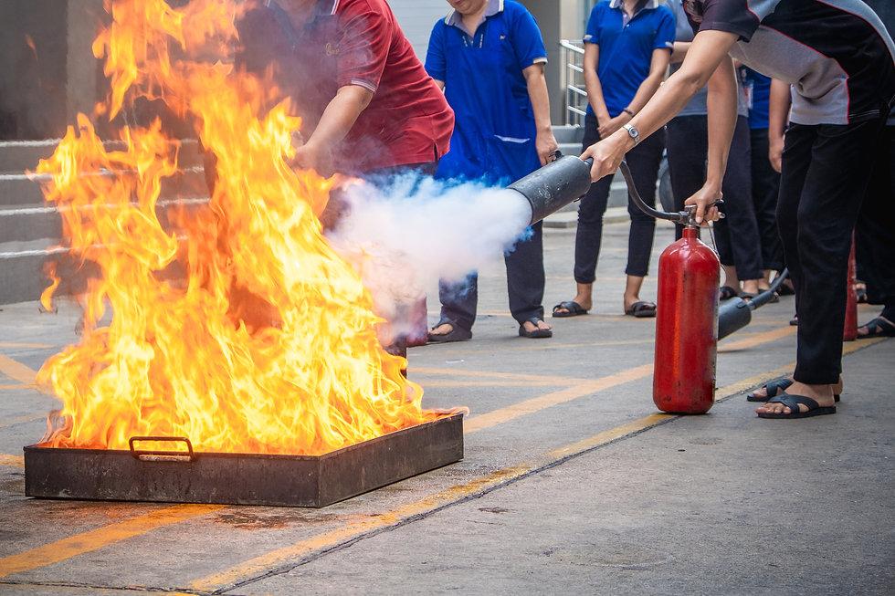 Ceno Brandbeveiliging is gespecialiseerd in het verzorgen van complete maatwerk opleidingen en trainingen, zowel op uw eigen locatie als in ons professionele opleidingscentrum.