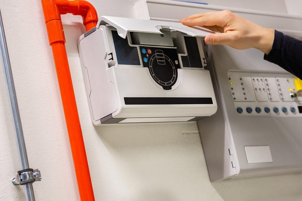 CENO Brandbeveiliging begeleidt het gehele traject van het opstellen van een Programma van Eisen (PvE) tot het compleet installeren en opleveren van uw gecertificeerde brandmeld- en ontruimingsinstallatie.