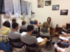 La dr.ssa Graziela Tornello durante un corso di formazione