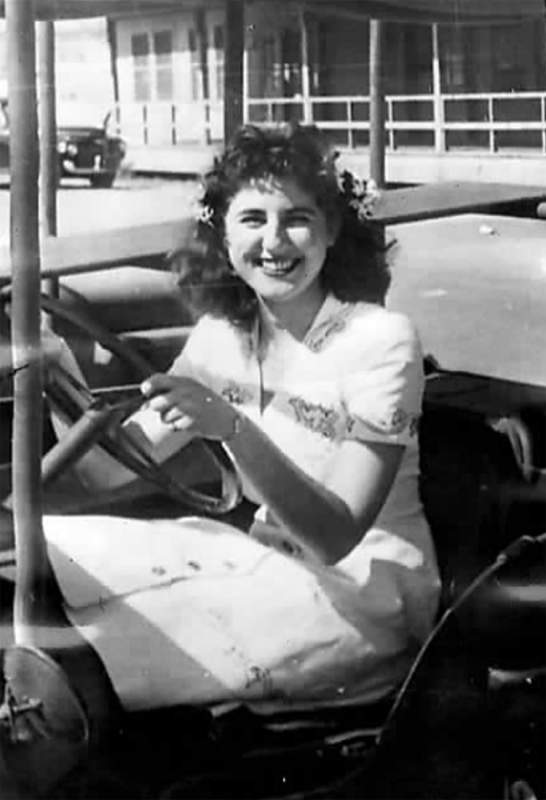 Жоржетта Бауэрдорф за рулём