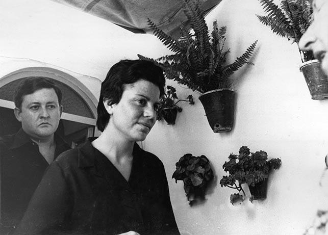 36. Мари Кармен, дочь Запаты, и её муж.p