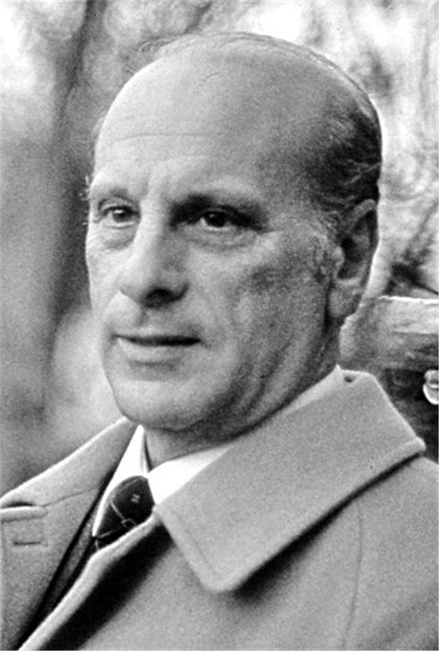 44. Хосе Гомес Сальваго - мэр Парадаса.j