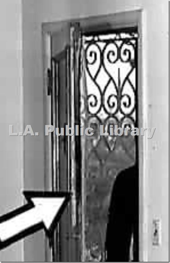 Железная дверь в апартаментах