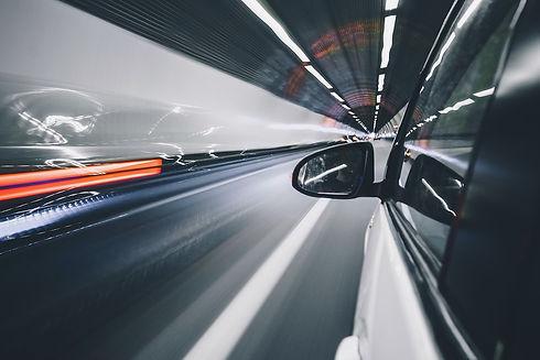 Voiture sur autoroute