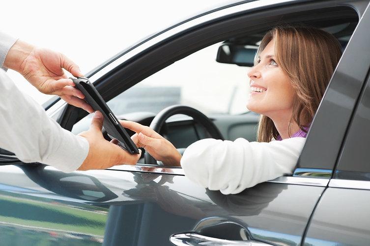 Femme contrat automobile