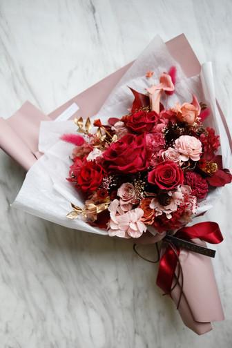   客製   送給媽咪的紅吱吱生日花束 Preserved Bouquet in Joyful Red for Mommy's Birthday
