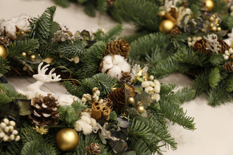   課程   私人約課—暖金耶誕花圈 Private Workshop — Golden Christmas Wreath