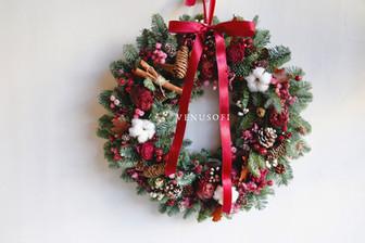   家飾   紫紅的低調熱情-諾貝松花圈 Low Profile Passion of Purple Red - Noble Fir Wreath