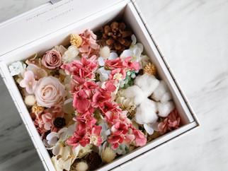 | 客製 | 字母花禮盒 Alphabet Floral Box
