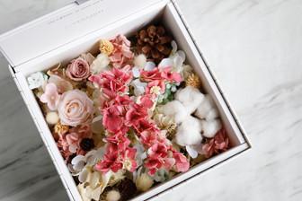   客製   字母花禮盒 Alphabet Floral Box