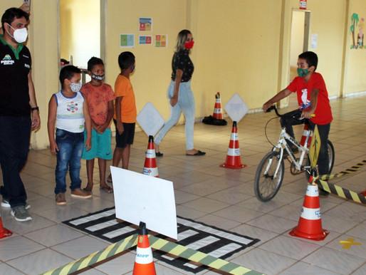 SUTRAN leva Escolinha Infantil do Trânsito para CEM Ísis Cavalcante em Piripiri