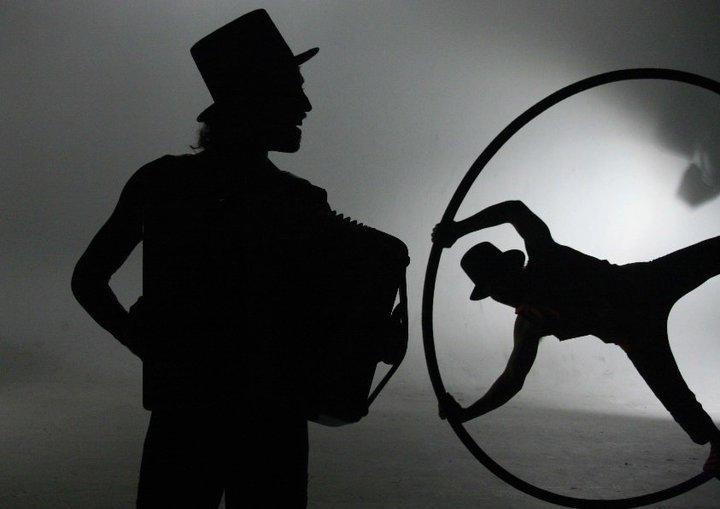 sombracordeoncyr.jpg