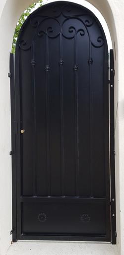 Securitygatearchblack