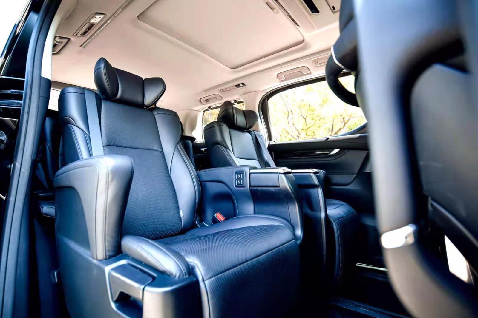 Limousine-Alphard