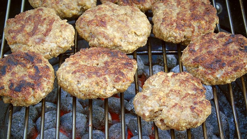 Landbrug & Fødevarevars direktør, Karen Hækkerup, får kritik af skribenten for at forsvare kødproduktionens klimabelastning. Foto: Pixabay