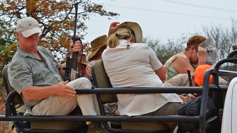 Billeder taget af WHWF viser angiveligt nogle af de turistjægere, der deltog i den kontroversielle jagt. Foto: Wild Heart Wildlife Foundation