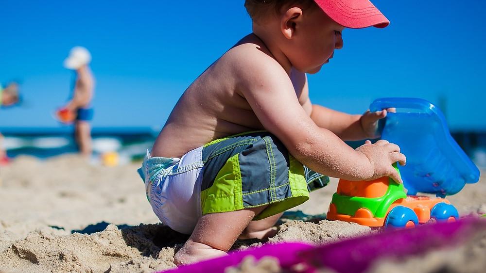 Legetøj var overrepræsenteret i 2018, når det kom til produkter med for højt indhold af farlige kemikalier. For god ordens skyld skal det nævnes, at lastbilen her på billedet ikke nødvendigvis er blandt synderne. Modelfoto: Pixabay