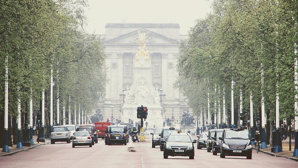 London er hårdt ramt af luftforurening, og den britiske transportminister opfordrer nu folk til at tænke sig godt om, når de køber en bil. Foto: Pixabay