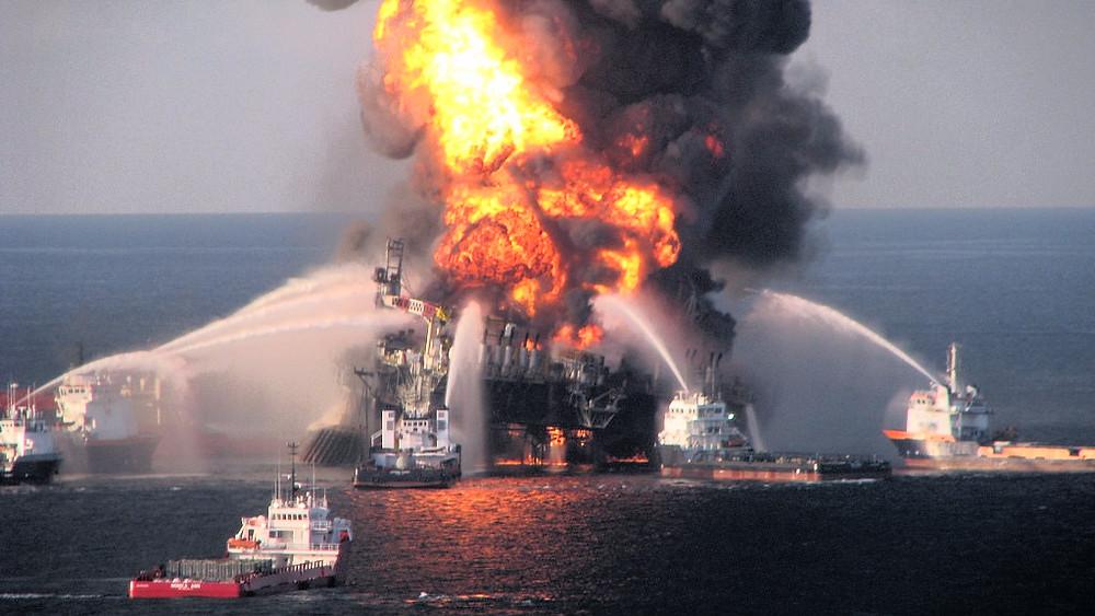 Deepwater Horizon eksploderede i 2010 og forårsagede det største olieudslip på havet nogensinde. Foto: U.S. Coast Guard/flickr