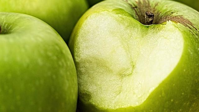 Frugt- og grøntavlere må kassere afgrøder, der forurenes af konventionelle landmands sprøjtegift. Miljøministeren vil dog ikke tilbyde dem erstatning. Foto: Pixabay