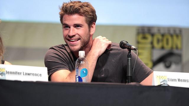 Liam Hemsworth, der her ses til Comic Con i forbindelse med den nye Hunger Games: Mockingjay pt. 2, har lagt kød og mejeriprodukter på hylden. Foto: Gage Skidmore/flickr