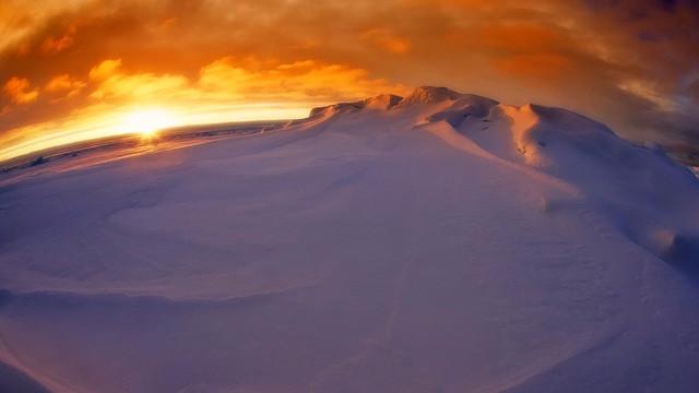 En isflage er ved at brække af Antarktis, og det kan betyde, at isen smelter endnu hurtigere. Foto: Pixabay
