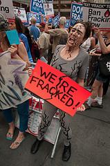 Der har været store demonstrationer i New York mod fracking. Foto: Adam Welz/CREDO Action/flickr