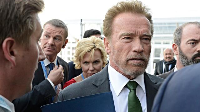 Arnold Schwarzenegger er en ivrig fortaler for en grøn omstilling. Han ses her under klimatopmødet COP21 i Paris. Foto: UNClimateChange/flickr