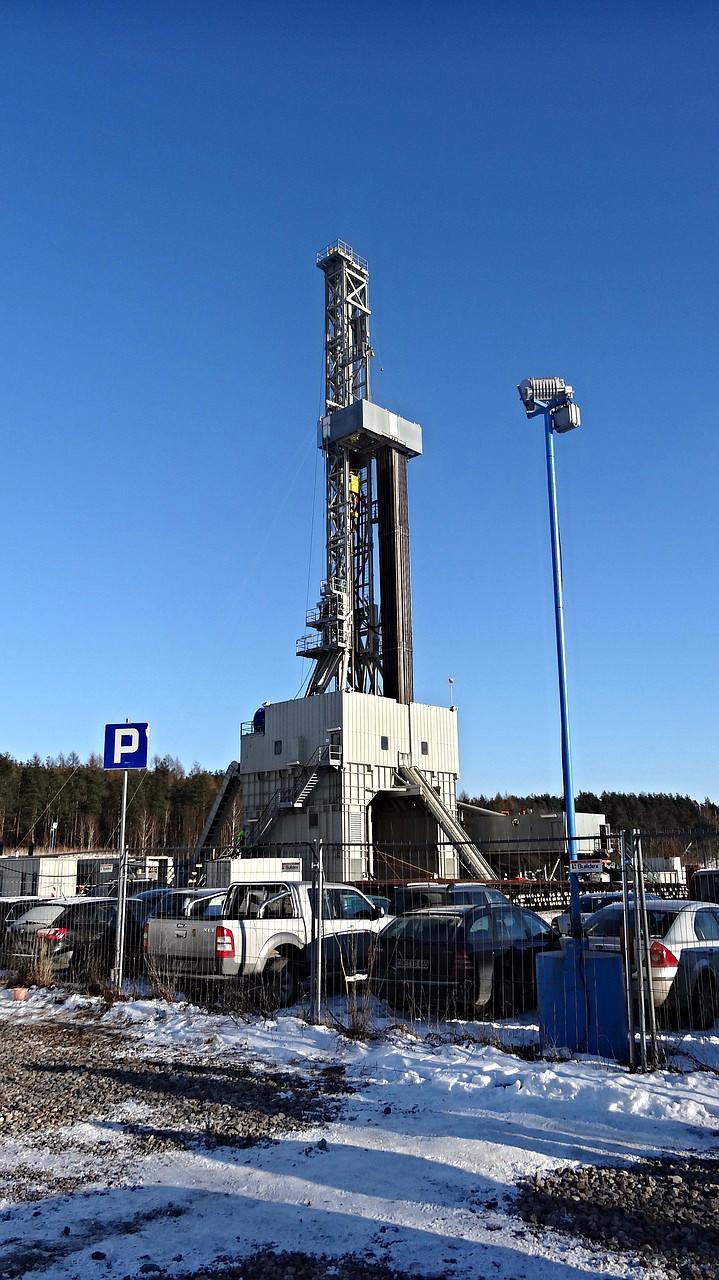 Boring efter skifergas kræver høje boretårne.