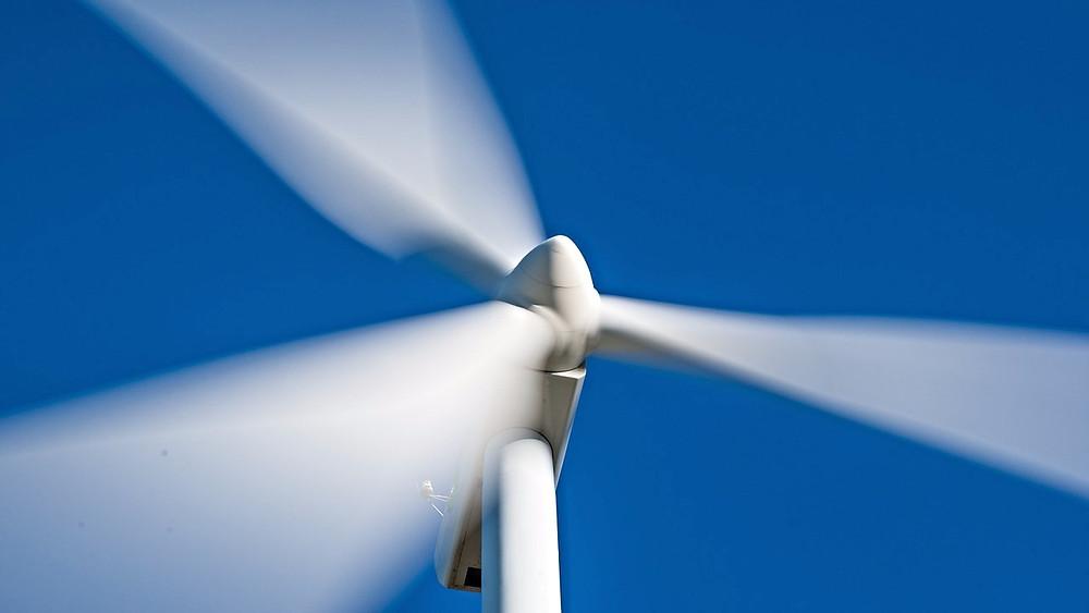Vind- og solenergi har vundet frem i Skotland. 1,9 millioner hjem fik i april strøm fra vind. Foto: Pixabay