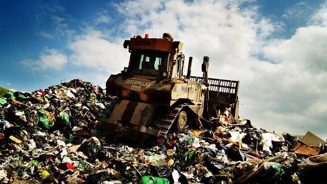 Farligt affald fra ældre lossepladser i England og Wales truer nu miljøet og menneskene. Foto: Wastebusters/flickr