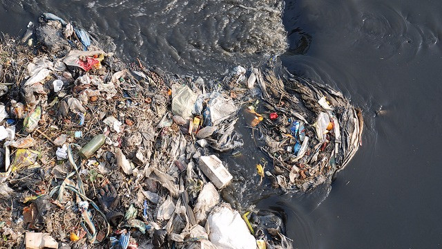 Drikkevandet er under pres fra stigende forurening. Foto: SuSanA Secretariat/flickr
