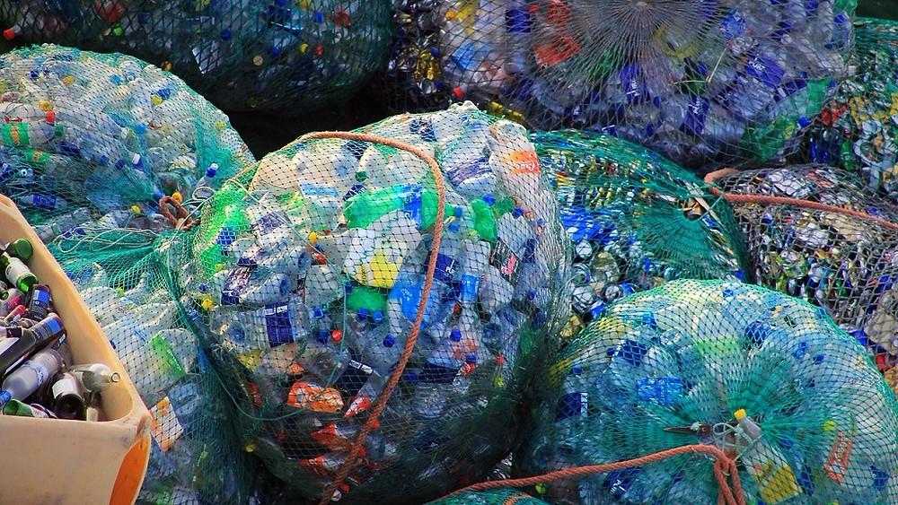 Vores forbrug af plastflasker stiger så hurtigt, at ingen miljøtiltag kan følge med. Foto: Pixabay