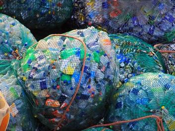 Vi er ved at drukne os selv i plastflasker