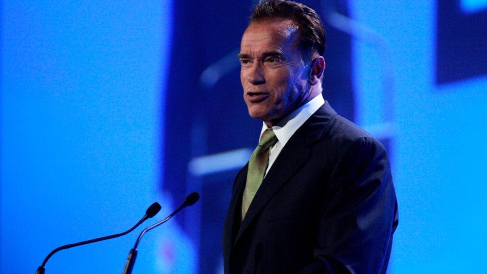 """Arnold Schwarzenegger har erfaring med grønne initiativer og siger, at det er noget """"vrøvl"""" at påstå, at det er dyrt om satse på vedvarende energi. Foto: Eva Rinaldi/flickr"""
